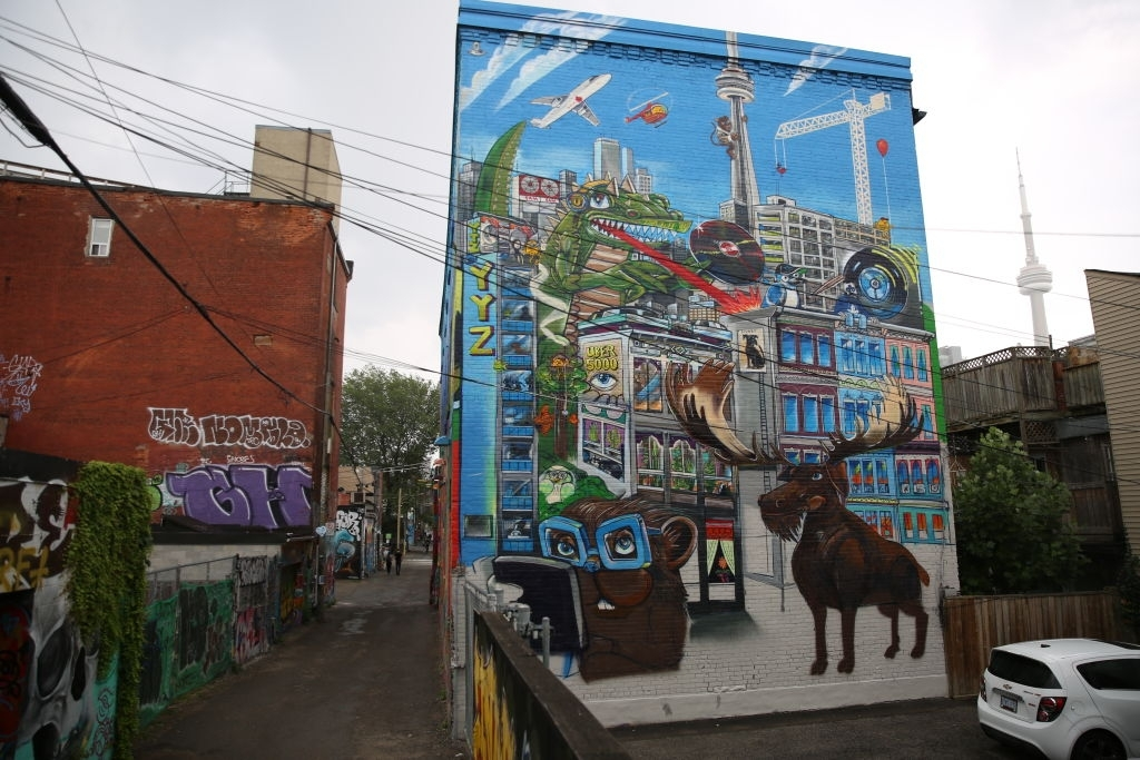 free places to visit toronto graffiti alley