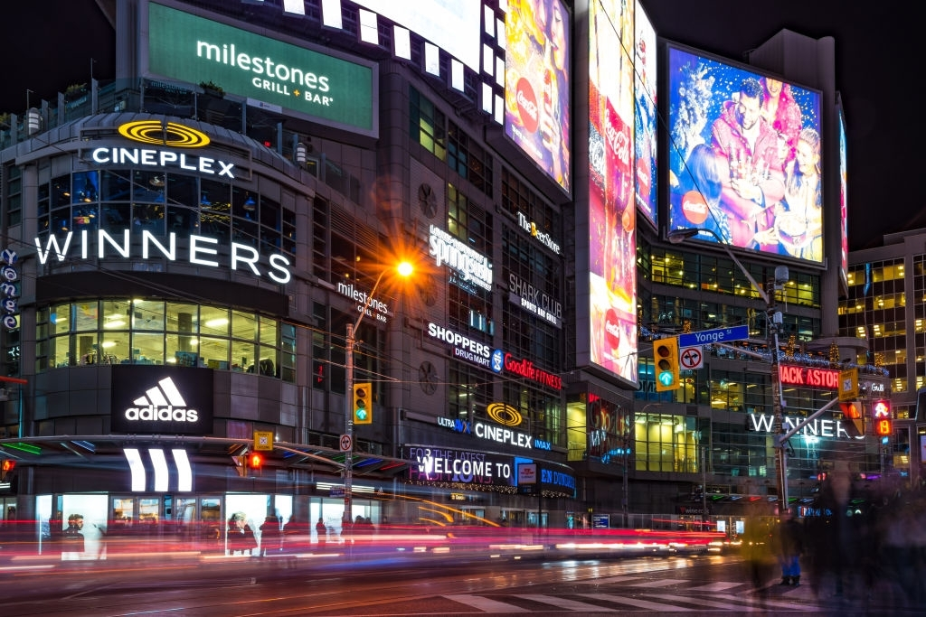 imressive places to visit toronto and things to do yonge dundas square